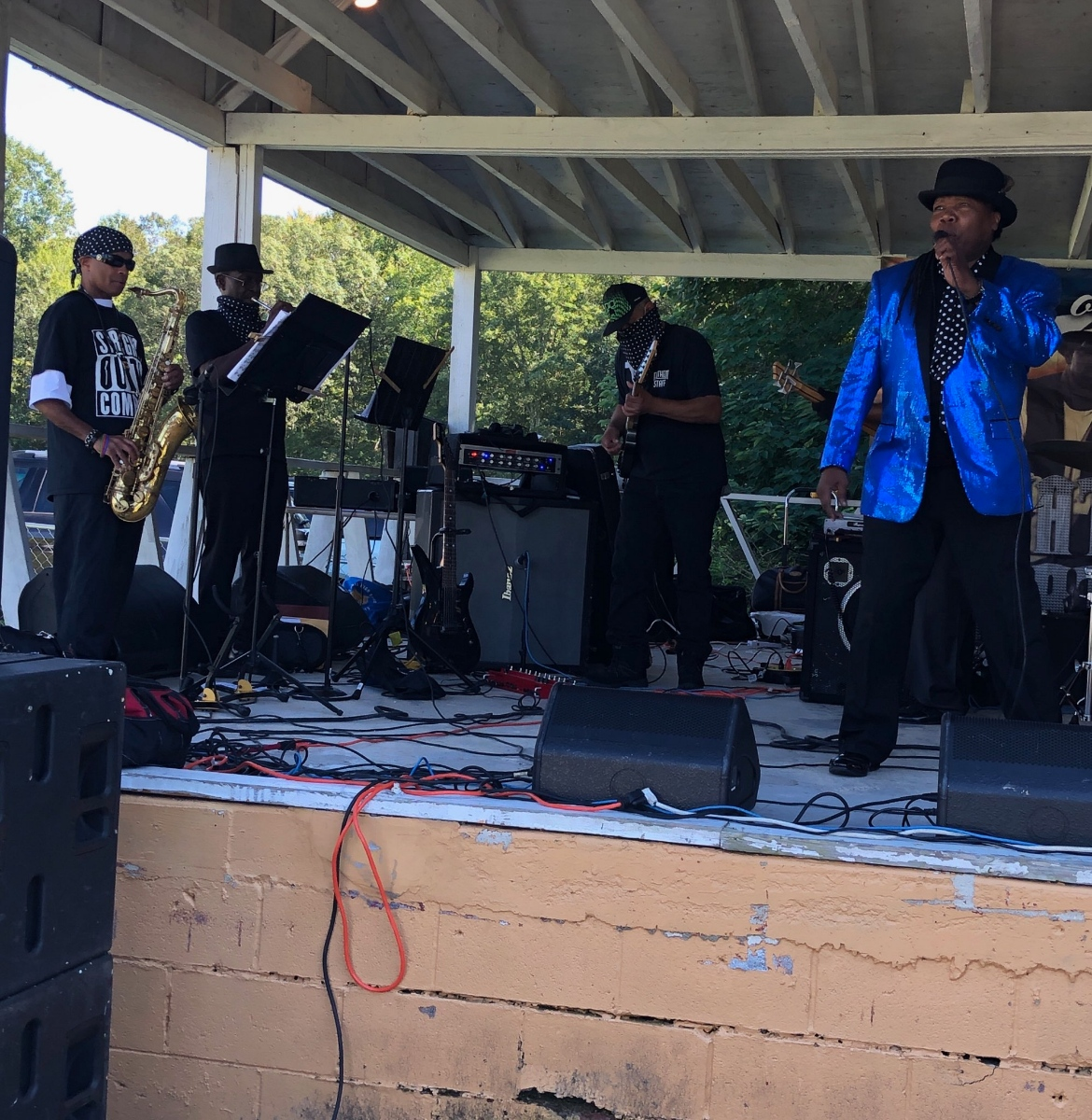 Johnny Long playing (Tenor Sax/Horn Section), Nat Nolan (Trumpet/Horn Section), Jeanette Harris (Vocals), Kevin Lankford (Band Director/Vocals)